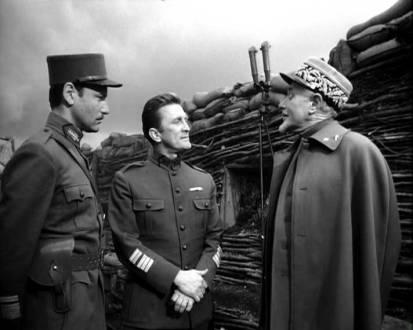 Paths_of_glory_kirk douglas as colonel Dax_George Macready as Gen. Paul Mireau