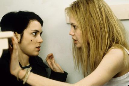 still-of-winona-ryder-and-angelina-jolie-in-girl,-interrupted-(1999)-large-picture